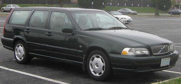 800px-1st_Volvo_V70